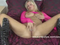 Jessica fingers and rubs her sweet wet snatch