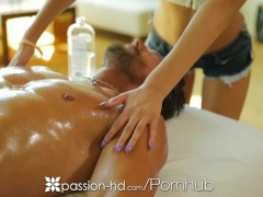 HD – Passion-HD Chloe Amour rubs her naked body on her man