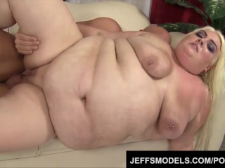 Pale-skinned plumper Trashley Treasures enjoys a big dick