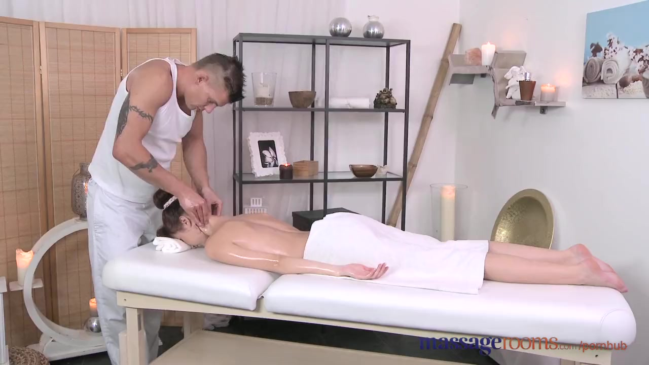 Massage rooms petit ballerina has her little hole stretched studs big cock 7