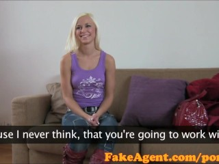 Image FakeAgent Impresionante rubia amateur toma enorme facial en el Casting
