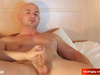 Alexis hetero guy serviced by a guy in spite of him !