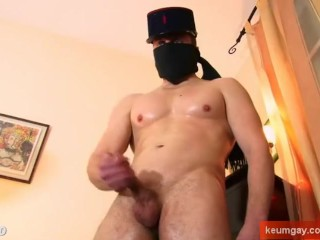 Real straight guy get massage his huge cock by 2 guys!