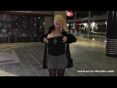 Flashing no panties with a buttplug in a shopping center