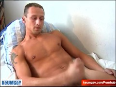 Straight serviced for money: Luc get wanked his big cock by a guy !