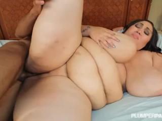Sexy Busty Black SSBBW Anastasia Vanderbust