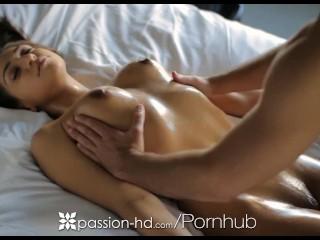 Passion-HD - Sara Luv reçoit un massage sensuel avant d'être baisée
