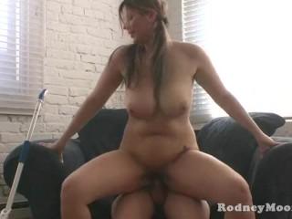 Kya Dakota soubrette gros seins baisée