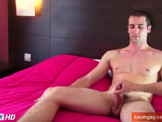 Guillaume, real heteo guy get waked his big cock by a guy in spite of him!