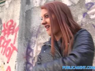 Image PublicAgent Morena bomba de sexo follando en el restaurante aseos