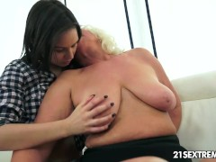 Anina loves the taste of an old pussy