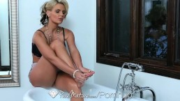 HD PureMature - Hot milf Phoenix Marie fingers her pussy in the bath