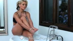 HD PureMature - Hot milf Phoenix Marie fingers her pussy in the bath