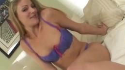 Petite blonde girl gives rimjo