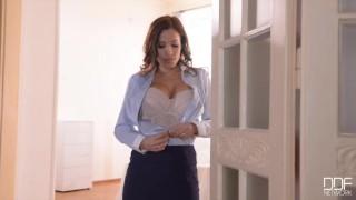 Super Sex Goddess will make you cum hard!
