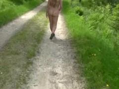 OUTDOOR WALKING IN TH NUDE