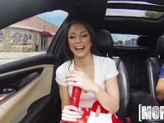Mofos – Dirty Teen has some fun in the car