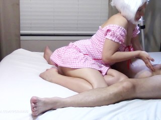 Prostaatmassage door netjes gekleede vrouw