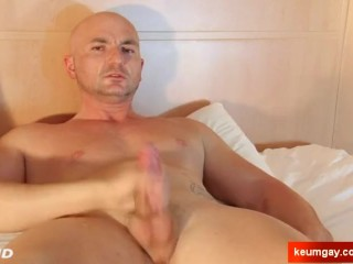 Innocent straight delivery guy gets wanked his big cock by a guy !