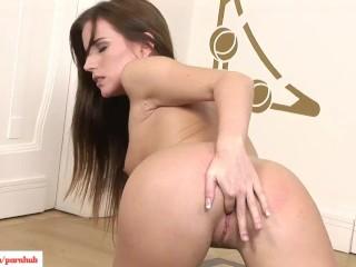 Aida Dena Fingers Pussy