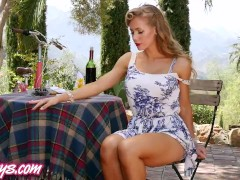 Twistys – Picnic perfection