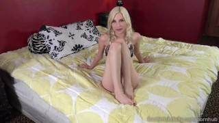 Piper Perri Hot Blonde Receives Dick and Cumshot on Feet