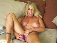 : Crystal Taylor Dildos Older Pussy