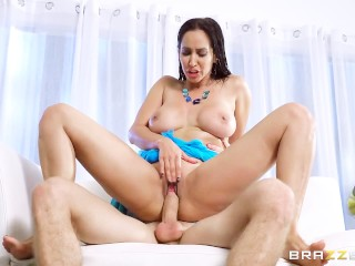 Milf Isis Love takes on young stud - Brazzers