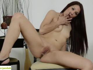 Katt Lowden Fingers MILF Pussy