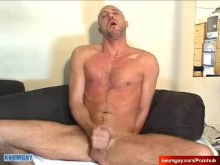 My str8 work fellow made a porn: watch his cock gets wanked by a guy!
