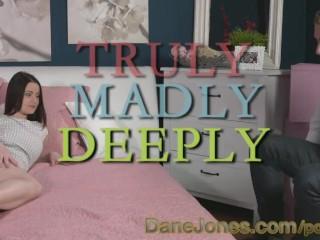DaneJones - Meravigliosa brunetta si lascia leccare e scopare