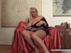 Huge natural tits Laura M masturbates