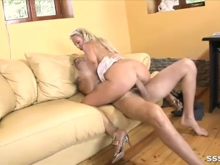 Gorgeous blonde in glasses gets her pussy slammed deep with thick dick
