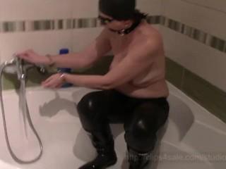 Angela in the tub