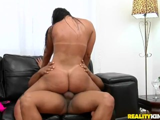 Reality Kings - Curvy babe on skates takes it in the ass