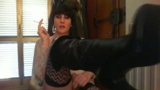 fumo mentre mostro stivaloni e cazzo duro  smoking kink boots latex bondage femdom boots brunette shemale amateurs shemale shemale dom sexy shemale solo trans big cock femdom