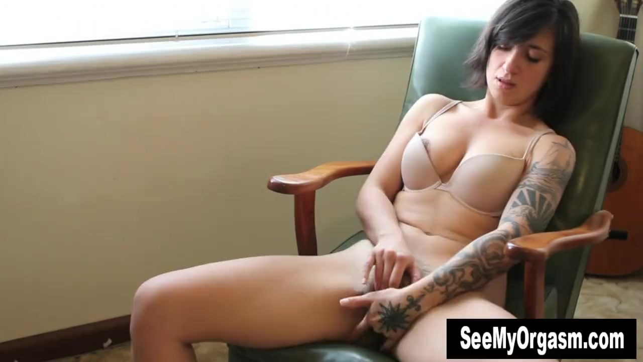 Tattooed liandra fingering her hairy twat