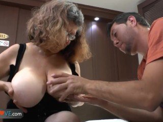 Delivery boy fucks with old granny with big boobs