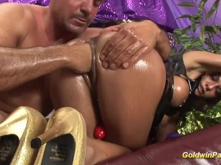 busty latex babe loves deep fisting