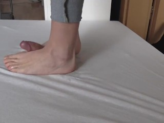 Wild cockcrush dancing in jeans with cumshot