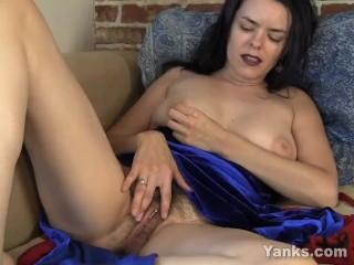 Preggo MILF Lucia Masturbating