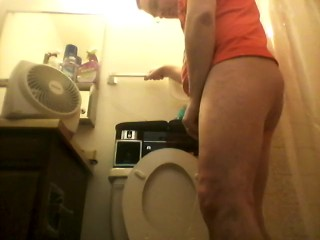 PLAYING WITH MY COCK IN THE BATHROOM THEN PEEING