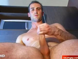 str8 Guy : wank it !