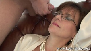 Lady sonia gives young worker blowj..
