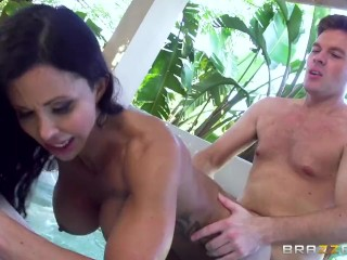 Brazzers - Jewels Jade gets pounded in the Jacuzzi