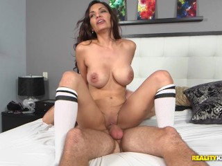 A Pouncy Cougar Step-Mom: Aleksandra Summers and Levi Cash