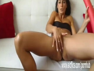 Hot amateur milf fucking a gigantic toy