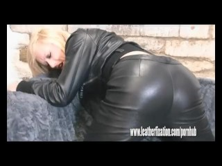 Horny naked blonde finger fucks her wet pussy in tight leather pants
