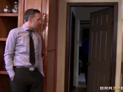 Brazzers – Cheating wife Vicki Chase loves anal