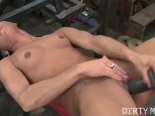Vita Masturbates in the Gym